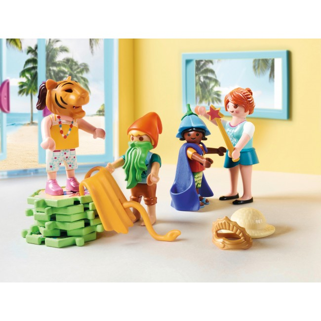 PLAYMOBIL FAMILY FUN KIDS CLUB